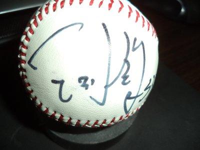 【☆ 職棒野球魂大賣場☆】王則鈞 簽名球 ,  簽於 logo球 ,值得收藏。