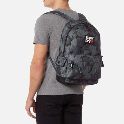 【Superdry】極度乾燥現貨六折,帥氣迷彩後背包,台灣售價$3250,不輸Oakley及Stussy,保證正品