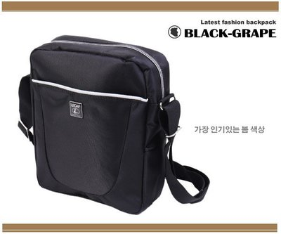 韓國嚴選-時尚白邊側背包/斜背包【A3203】黑葡萄包包