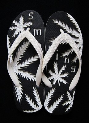 休閒鞋海灘鞋夾腳拖鞋涼鞋像版畫模板又似木雕刻的橡膠雕刻文創藝術品008【心生活美學】