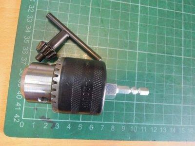 六角頭有扳手的四分夾頭 (含六角頭接桿)夾直柄鑽頭, 可用於標準的衝擊式起子機與充電電鑽的轉換夾頭組) 此組物品: 1/ ...