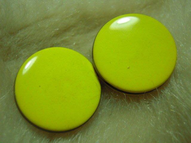 ※布箱子※ 縫紉拼布手作配件~扣子.鈕扣.釦子(DT650)~單孔~21mm~剩最後2個