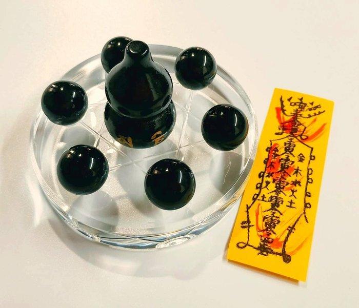 林老師開運坊~黑曜石葫蘆4.5*3cm+圓珠2.8cm+化煞符+付座~卡陰、除陰煞.除小人.轉運/已開光