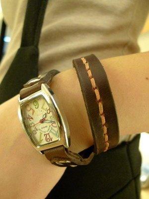 KH手工皮革工作室 專人打版縫製全皮革錶帶繞帶造型.可依個人錶帶及手圍大小訂製皮革縫線顏色自選實體店面