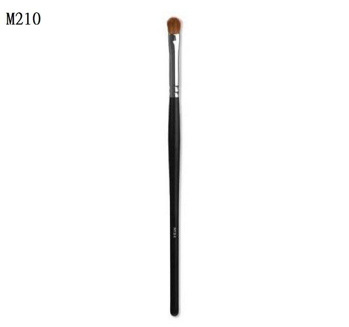 【愛來客】美國 MORPHE M210 - SMALL CHISEL FLUFF 眼褶眼影刷 眼影刷 化妝刷