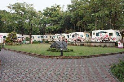 快樂自由行 嘉義 平日一般雙人房詩情花園渡假村 露營車  雙人含早餐 可使用免費腳踏車