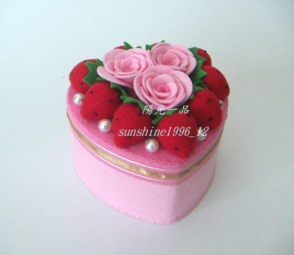 陽光一品~~ 純手工製作~ 不織布木盒蛋糕(心型)-1--草莓玫瑰花珠寶盒~~ 成品預購區