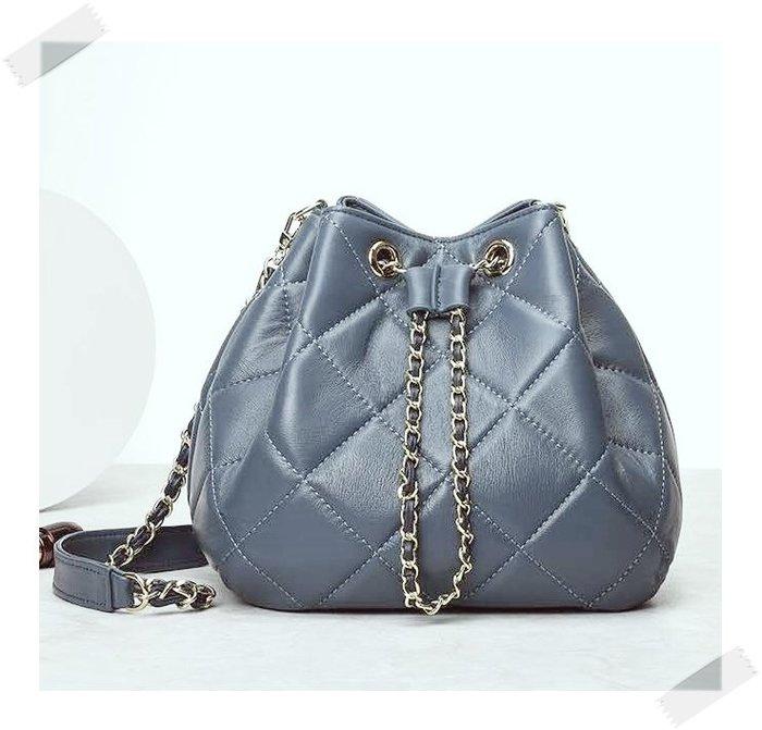 現貨秒出 *NINI Shop* 真皮 羊皮 21cm 大菱格 水桶包 (長背帶)- 湛藍 (刷卡/超取付款)