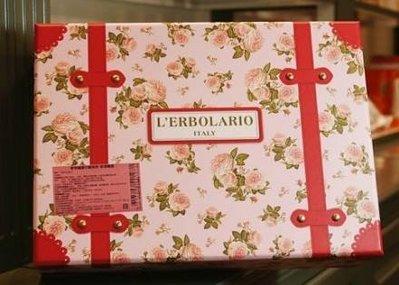❤Tina的家❤LERBOLARIO蕾莉歐玫瑰幸福旅行箱/沐浴乳(膠)+潤膚霜+植物皂+沐浴球 義式禮盒組代購
