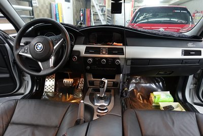 BMW E60 內裝貼膜 內裝包膜 內飾板貼膜 核桃木貼膜 髮絲紋貼膜 520 528 535 320 328 335