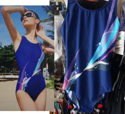 KINI-名人泳裝A2275-排水道挖背款-連身三角泳衣-靚藍時尚風 藍底流紋 特價1870元