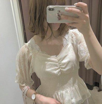 519010 日系胸前褶皺荷葉泡泡袖收腰短款蕾絲衫