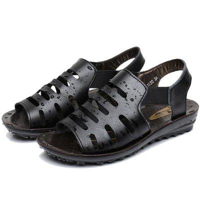 媽媽涼鞋女夏平底軟底防滑中老年人鞋子女士魚嘴鞋老奶奶涼鞋洞洞