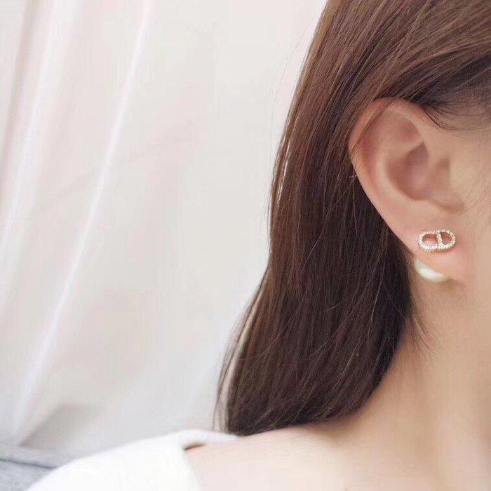 《巴黎拜金女》Dior耳釘