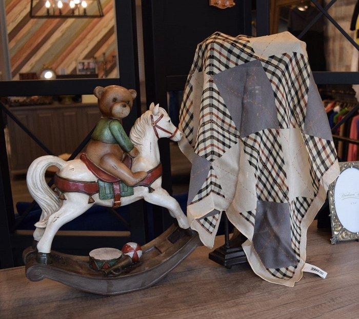 【葛瑞絲的寶箱】DAK.S經典格紋LOGO 刺繡絲巾 方巾/手帕