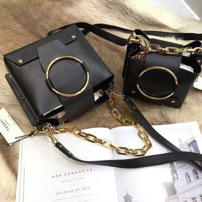 ╭☆包媽子店☆YUZEFI mini delila 女包英國小眾復古包黑色牛皮圓環相機包小方包~大小號~