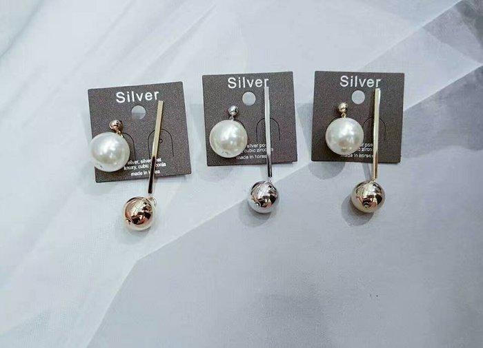 韓國正品(預購)~Queen 撞色不對襯珠飾耳針