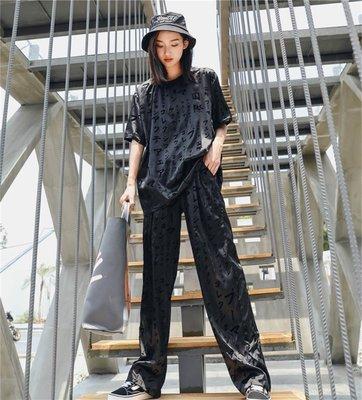 美伢 面料文字植絨黑色直筒長褲 2018女裝新款