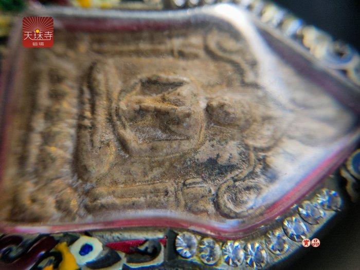 泰國佛牌 龍婆添 帕坤平 碰派坤平2515背面 必打佛正廟出牌內含古曼 護法神下凡渡眾眾緣和合供請泰國高僧老佛牌跨領域