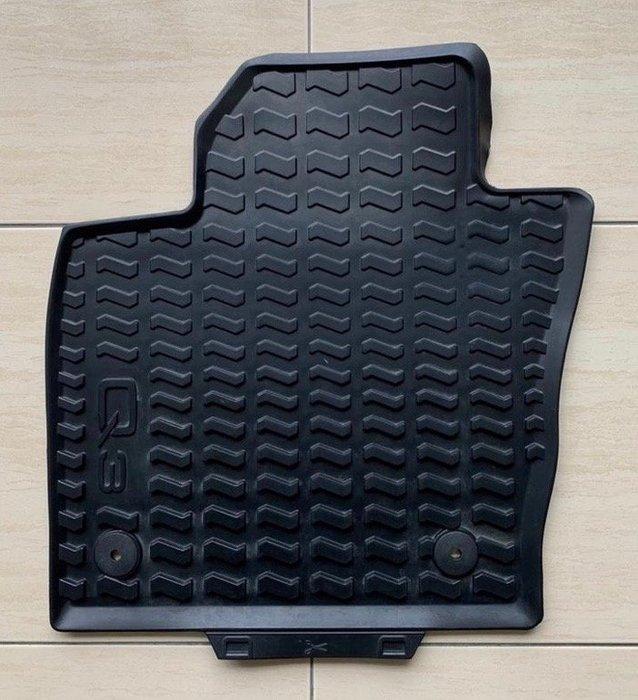 Audi Q3 12-18年 原廠橡膠腳踏墊。另有:行李箱防水墊-橡膠、A4 Avant原廠短毛腳踏墊