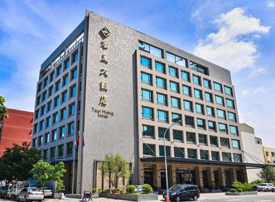 快樂自由行 五星級尊皇大飯店 假日尊容兩小床雙人房 假日2680元(含早餐)住宿 嘉義