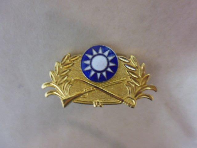 文獻史料館*陸軍紀念章鐵製.背面刻31184字(s801-3)