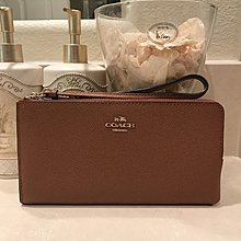 Coco小舖 COACH 52549 Embossed Textured Leather Zippy Wallet 駝色