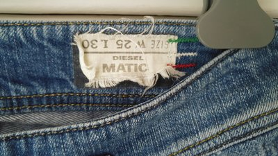 【DIESEL 】 專櫃購買 紅白綠線超顯瘦刷色翹臀女直筒窄管牛仔褲 W25
