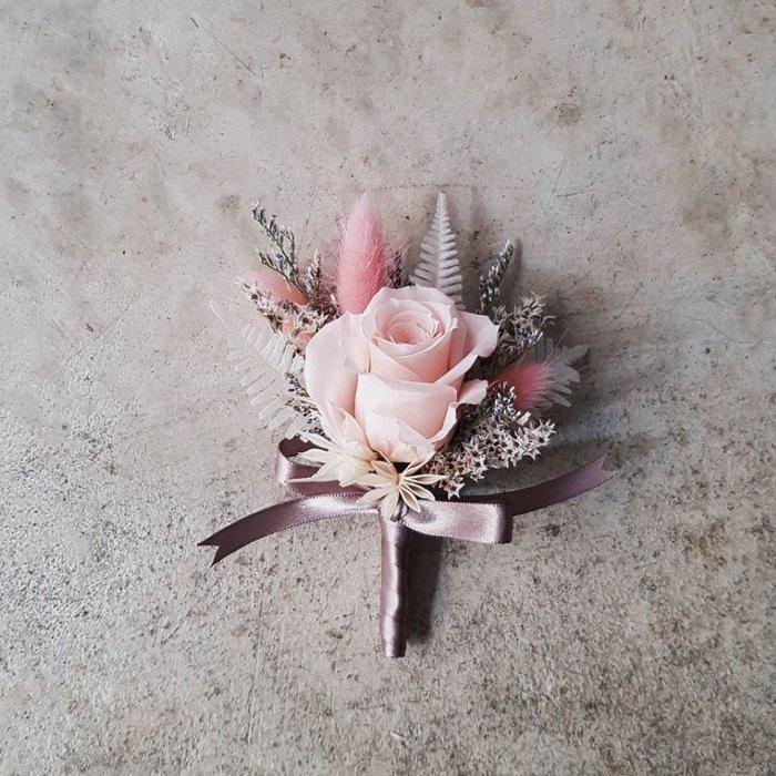 粉玫瑰胸花。永生花。不凋花。台北歡迎自取。西門【Flower&House花藝之家】
