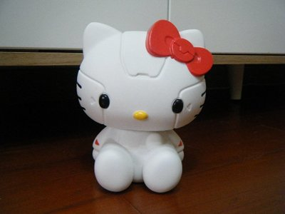 2013 Robot Kitty 公仔 / 彩妝刷置物盒+ 資生堂彩妝刷 + 造型證件套