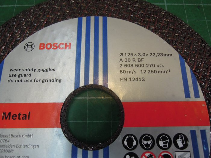 尚溢五金 --單賣5吋手提砂輪機用的切割砂輪片(內孔徑22.2mm ) 規格: 125mm x 3mm x22.2mm