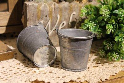 zakka糖果臘腸鄉村雜貨坊    雜貨類.小型馬口鐵水桶.娃娃提桶.迷你布景.攝影道具.鄉村娃娃配件.多肉植栽鐵桶提桶