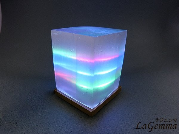 ☆寶峻鹽燈☆方塊形 透石膏燈 Selenite /冰美人/ 冰種石膏結晶, 思緒清晰 提升智慧心靈 三彩燈