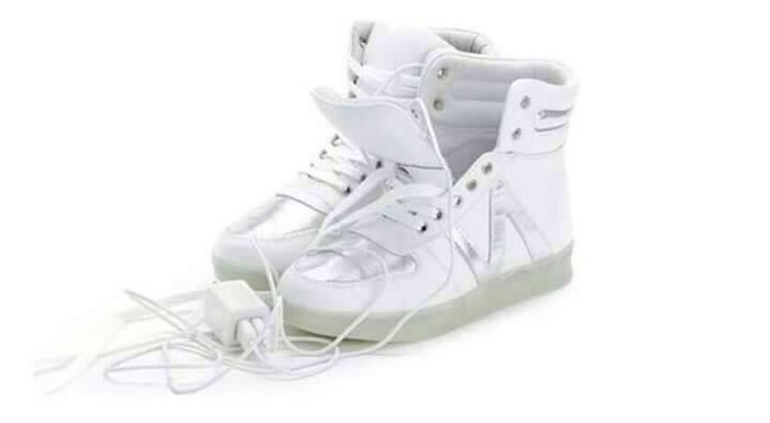 全新白色真皮LED燈亮光運動休閒鞋37號