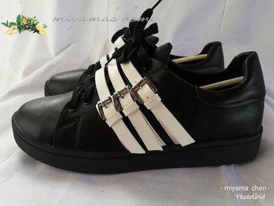 Something Borrowed黑色白線運動風休閒鞋40號(SW0049)