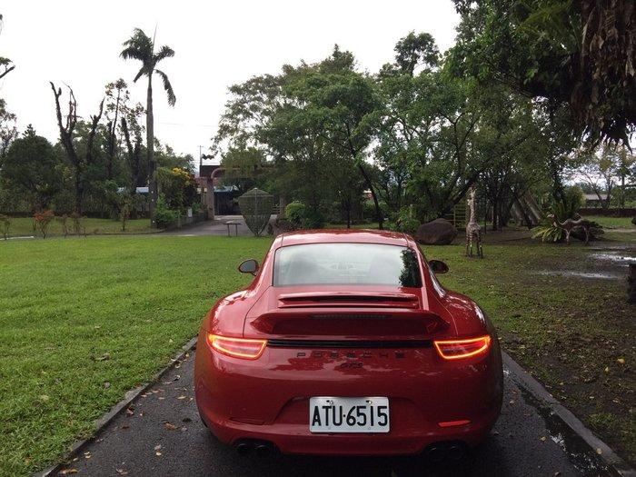PORSCHE  991 GTS 原廠排氣管   芭蕉+閥門+中段+消音桶+尾式管  (4出尾飾管)  正GTS 全車份