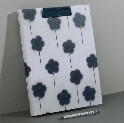 當日寄出[現貨] 英國代購 英國PAPERCHASE A4板夾筆記本 黑色花朵(不含筆)