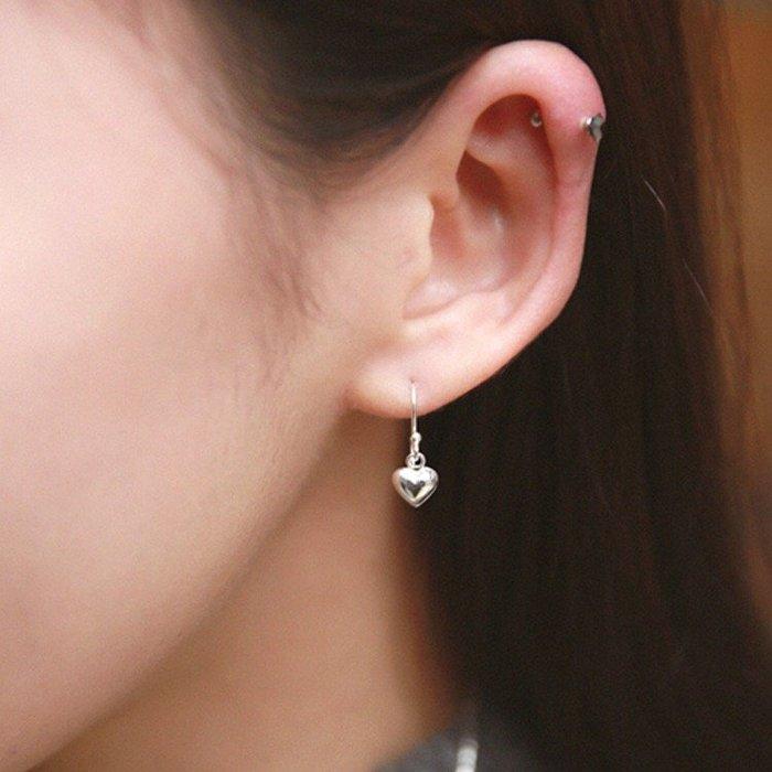 《現貨》925純銀 時尚超質感 心型耳環 愛心耳針心心耳針 極簡光面素銀耳針 生日情人節 聖誕節 Baonizi 寶妮子