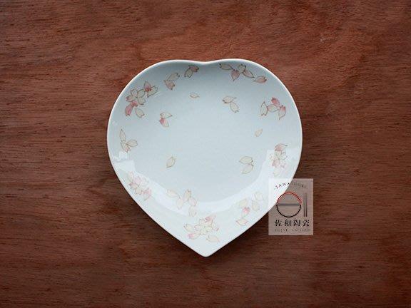 +佐和陶瓷餐具批發+【XL070712-5春櫻心型5吋皿-日本製】日本製 櫻花 愛心盤 造型皿 送禮 三尺寸 宴客