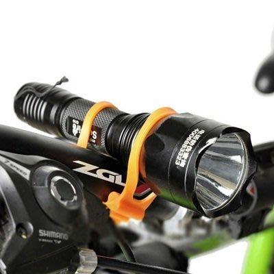 自行車專用加厚款綁帶2入(顏色隨機)萬能綁帶 矽膠綁帶 自行車紮帶 固定架【AE10141-2】99愛買