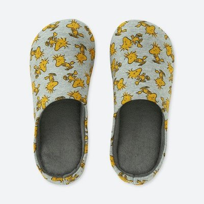 Uniqlo 塗鴉大師推出 KAWS X PEANUTS家居拖鞋 聯名系列 室內拖鞋 M尺寸 24 cm 特價:450元