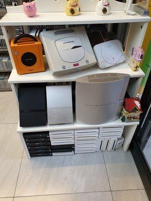 限來店挖寶 網路勿問勿下標 二手最便宜 功能正常 wii 主機 只賣1千 其他另有各式舊款 遊戲主機 可買