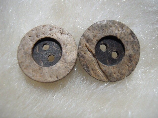 ※布箱子※ 縫紉拼布手作配件~木質扣子.鈕扣.釦子(DT659)~雙孔~15mm~剩最後2個