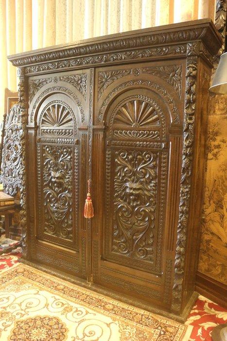 【家與收藏】特價極品稀有珍藏歐洲百年古董博物館級英國維多利亞時期古典精緻手工雕刻老邊櫃/置物櫃