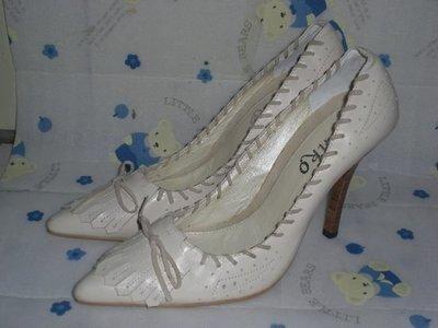☆甜甜妞妞小舖☆ 品牌  pinko  米色真皮蝴蝶結---高跟尖頭包鞋--38號
