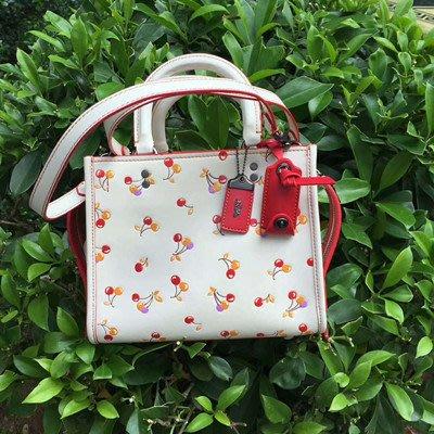 【八妹精品】COACH 21636 新款女士櫻桃亮粉印花手袋 單肩斜挎包 側背包 女包