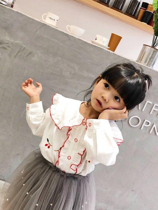 •*~ 辣媽咪衣飾小舖 ~*•❤童裝系列 📣X430251韓版兒童春季甜美翻領百褶洋氣櫻桃圖案襯衫上衣