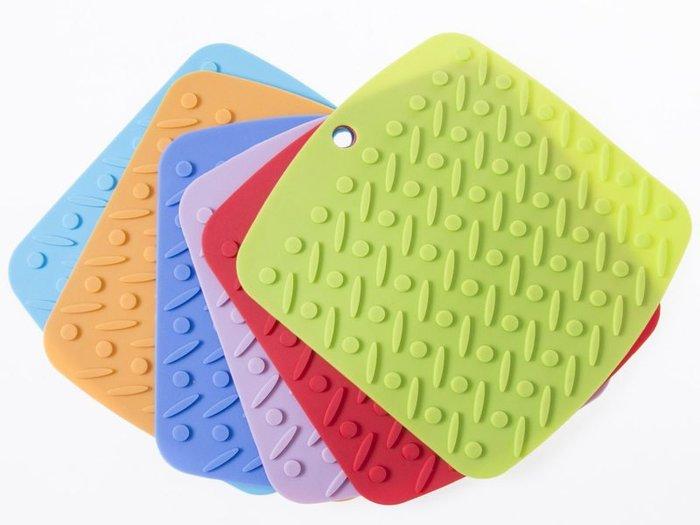 【幸福2次方】創意圓角矽膠隔熱餐墊桌墊 防水防滑居家鍋墊碗墊杯墊 - 多色可選