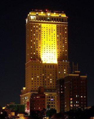 高雄漢來大飯店~市景精緻家庭 三人房住宿ㄧ晚 , 平假日皆免加價 。含早餐一客 + 三人使用飯店三溫暖