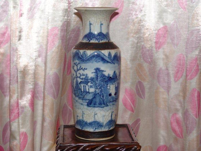 阿國的舊愛新歡˙˙清代˙˙青花˙山水鐵鏽紋瓶